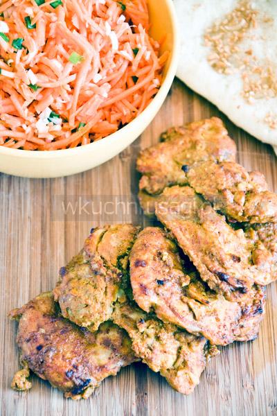 Kurczak tandoori z chlebkami naan
