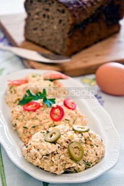 Pasta jajeczna z oliwkami