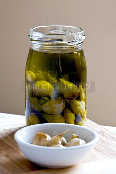 Czosnek wolno pieczony w oliwie