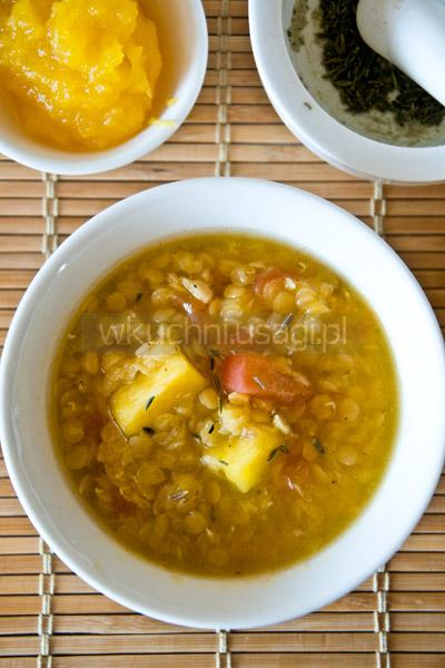 Zupa z pieczonej dyni i soczewicy